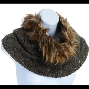 Tube Scarf with Faux Fur - Olive