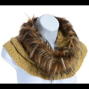 Tube Scarf with Faux Fur - Beige