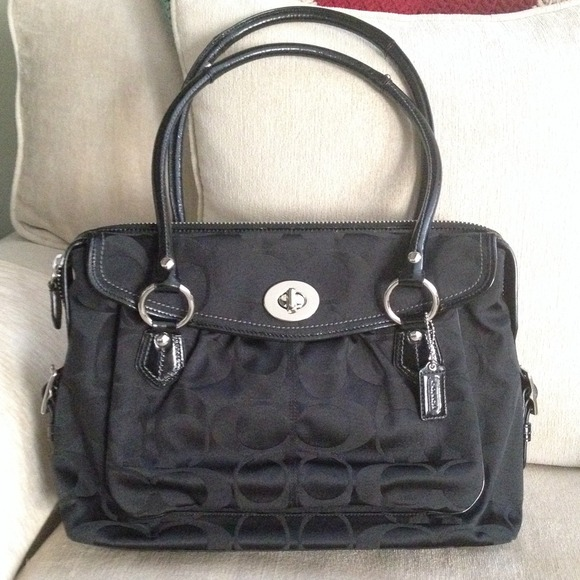 b722f3bc9c Coach Handbags - Authentic Coach tote