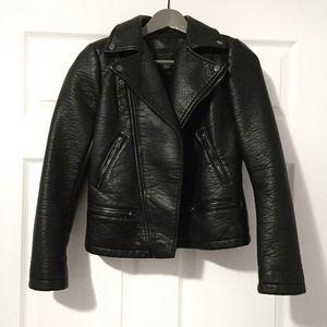 🔝Host Pick✨: Black faux leather Zara TRF jacket