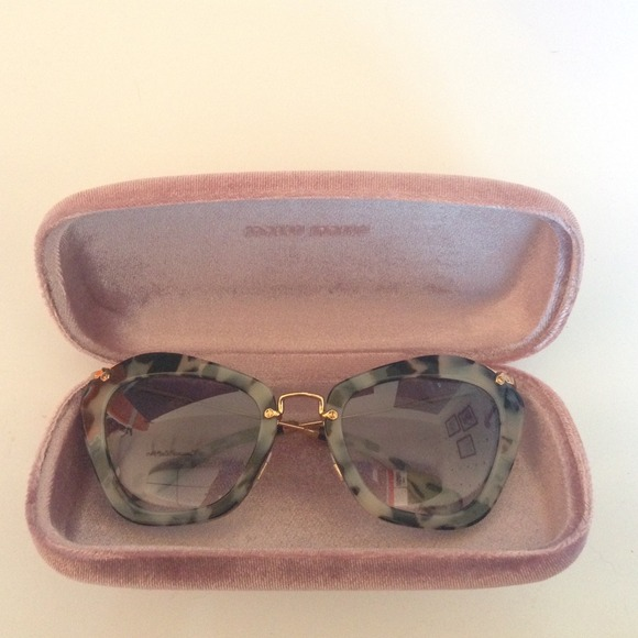 777a989019 MIU MIU CAT EYE SUNGLASSES BRAND NEW