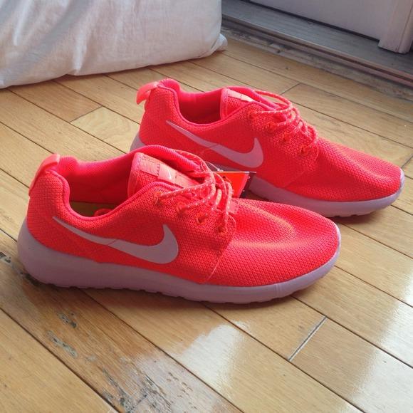 d1e6808c7267e Brand new hot coral pink nike roshe run size 8