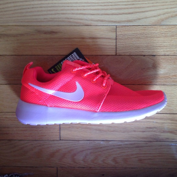 nike brand new hot coral pink nike roshe run size 8 from. Black Bedroom Furniture Sets. Home Design Ideas