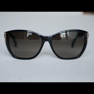 e117bf840dec Sold on Tradesy - Classy   chic FENDI sunglasses!