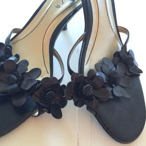 Unisa Shoes - Black flower kitten heels