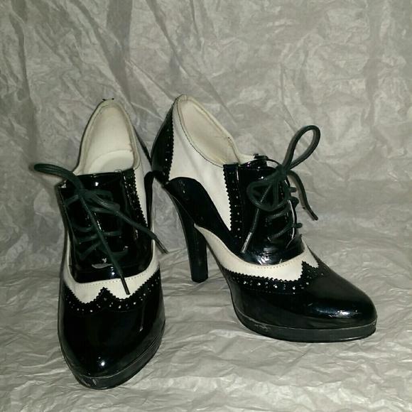 fa4945b3d9b Charlotte Russe Shoes - Black   white Tuxedo Oxford heels