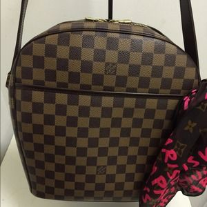 Louis Vuitton Handbags - Authentic Louis Vuitton Ipanama GM with dust bag.