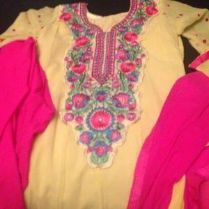 Dresses & Skirts - Pretty salwar kameez