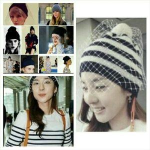 Accessories - Stripe, pompom and white veil hat