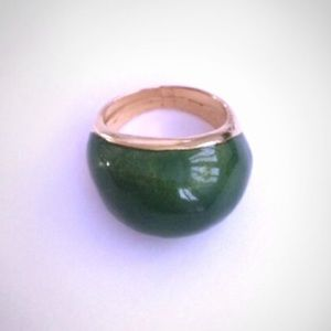 Jewelry - Gorgeous Green Ring 💚