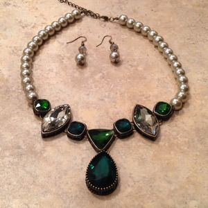 Antique Gold Pearl and Green Stones Necklace Set