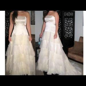 MAGGIE SOTTERO WEDDING DRESS -SIZE 8 CHAMPAGNE