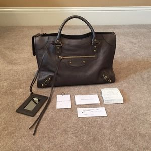 Balenciaga Handbags - Balenziaga Sac + Mirroir BNWT never used.