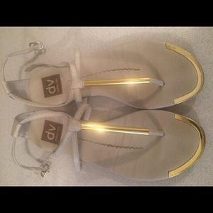 DV by Dolce Vita in cream/gold size 6.