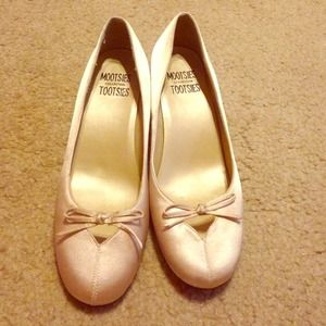 Shoes - Tan heels size 7.5