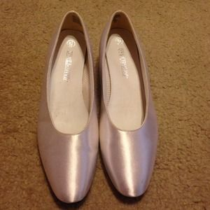 Shoes - White satin Dyelights heels. Size 8.5