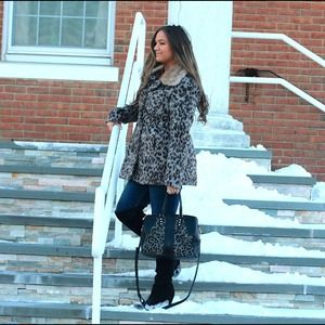 Jackets & Coats - Leopard Coat w/ Faux Fur Collar!