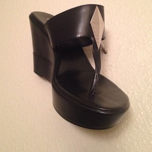 BCBGENETATION Black Tong Wedges Z SZ 6.5/36.5 NWOT