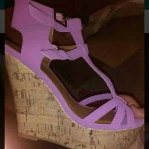 T-strap wedges