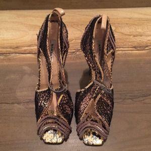 Manolo Blahnik Lace Heels 39