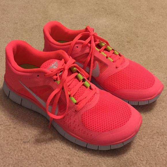 24f1a304a48b Coral Nike Free Run + 3 Shoes