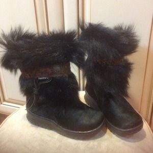 NEW Bear paw faux fur boots Sz 4