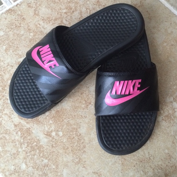 nike benassi pink and black for women