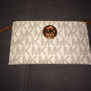 Michael Kors Clutches & Wallets - Michael Kors Large Zip Clutch