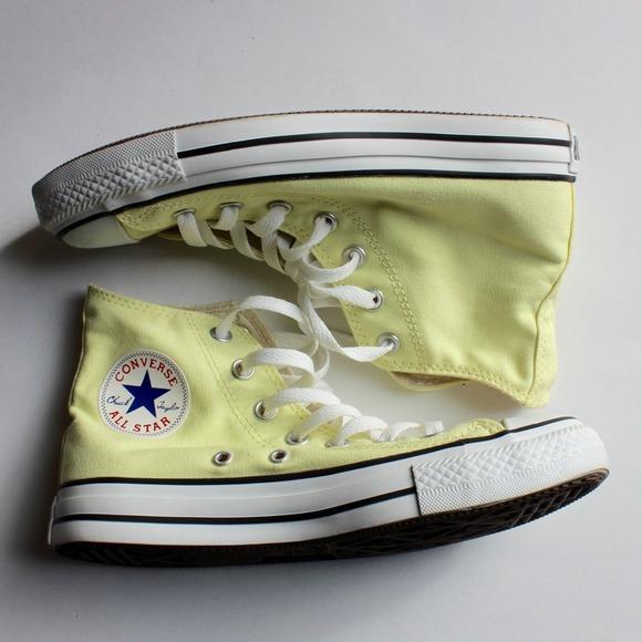 f019b546e19545 Converse Shoes - ▫️HOLD ▫️Converse Light Yellow High Tops