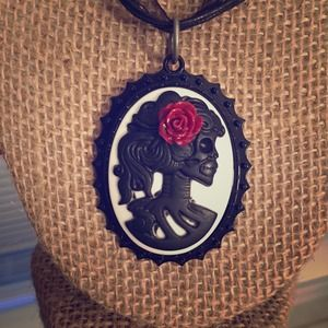 Jewelry - Ribbon & Cameo Gothic Necklace