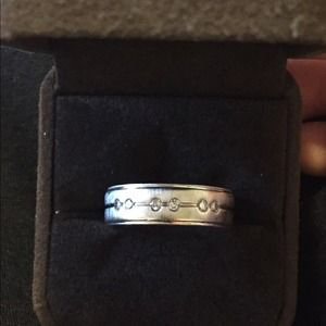 Mens wedding band in P4 with diamonds