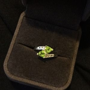 10k gold, peridot and diamond ring