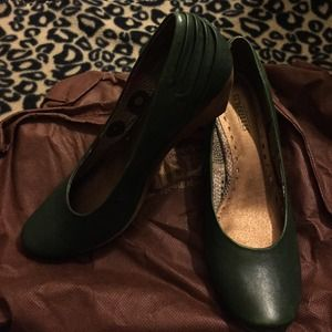 🌟🌟New never worn Green wedge Seychelles shoes🌟