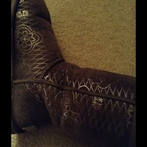 Used Ugg Australia silver metallic boots!
