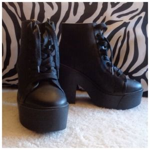 Black Lace up Platform BooTies Size 6 NEW