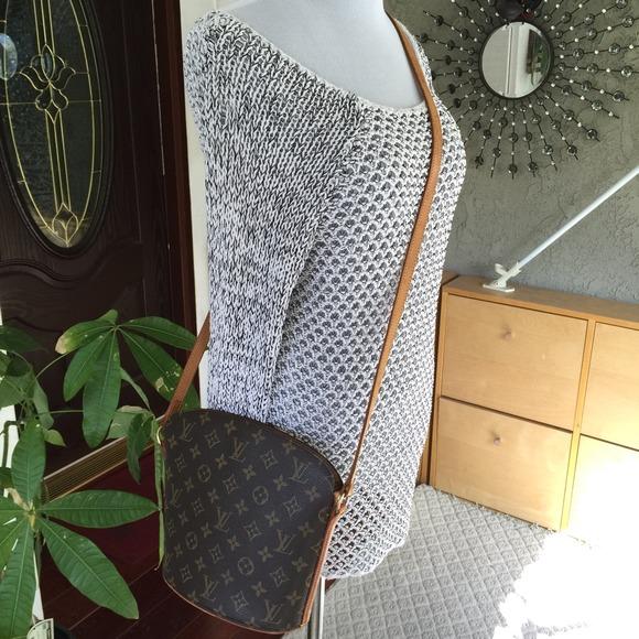 Louis Vuitton Handbags - Louis Vuitton Drouot monogram crossbody bag 26e8da3fc059