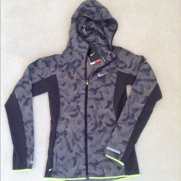nike jackets coats nwt camo running jacket xs poshmark. Black Bedroom Furniture Sets. Home Design Ideas