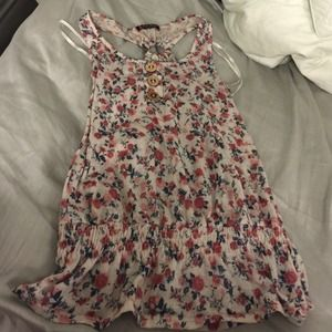 Tops - Cute floral top Small on hold