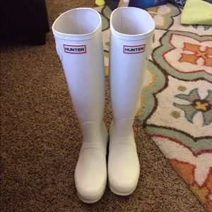 White Hunter Boots 8