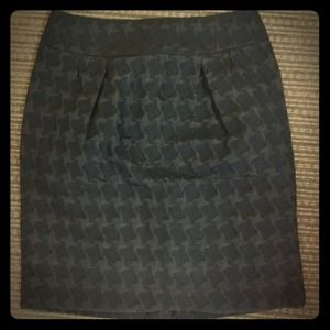 Black on black houndstooth pencil skirt