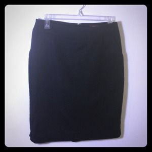 Black straight line skirt