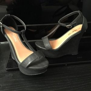 Traffic Shoes - Black platform wedge