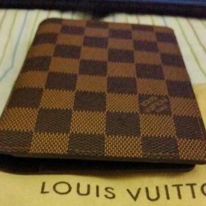 Louis vuitton wallet/passport damier