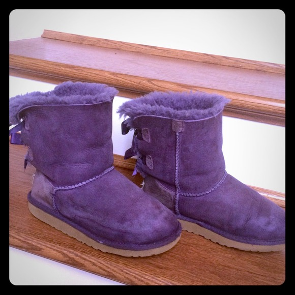 Authentic Bailey Bow Ugg. Size 4 in adult 2 kids.