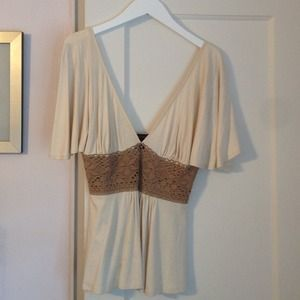 Cream deep V-neck top! 💛💛