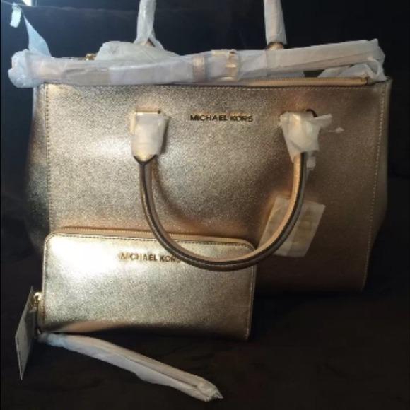 3b13b7b61fd7 Michael Kors purse and wallet combo