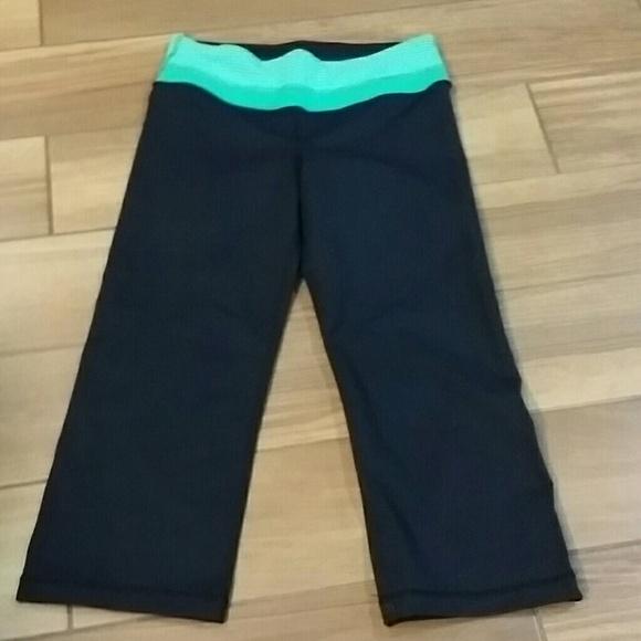 Nwot Kirkland Black And Green Capri Yoga Pants