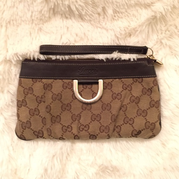 c5366e8ce70 Gucci Clutches   Wallets - Authentic Gucci Canvas Wristlet - Used