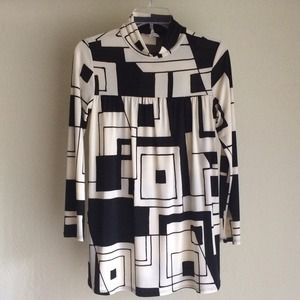 Black and White Geometric Tunic Top