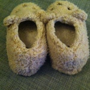 b04e5a06bf21 Forever 21 Shoes - Forever 21 small bear slippers shoes cute fuzzy